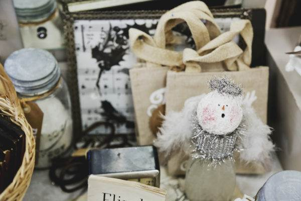 9 Easy Ways to Not Overspend This Holiday Season. Simple tricks to not overspend on Christmas gifts.