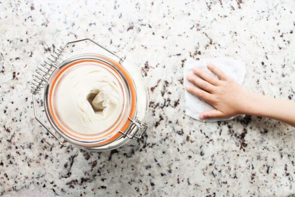 Super Easy, Homemade Cleaning Wipes (DIY Disinfectant Wipes)